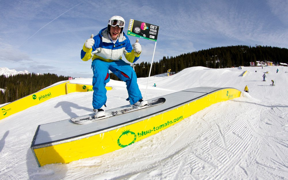 snowboarder_rail